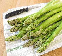 Sałatka z zielonymi szparagami i szynką