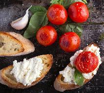Grillowane pomidory z fetą i bazylią