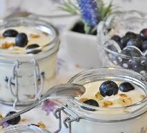 Deser z jagodami i orzechami - przepis na deser typu FIT