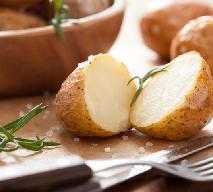 Pieczone ziemniaki z rozmarynem: jak upiec w piekarniku? [przepis]