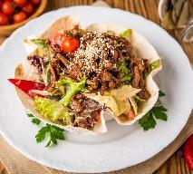 Sałatka z kurczakiem i świeżymi warzywami