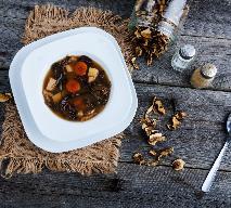 Wigilijna zupa grzybowa - tradycyjny przepis + WIDEO z przepisami Ewy Wachowicz