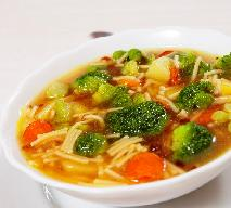 Zupa brokułowa z kurczakiem i makaronem