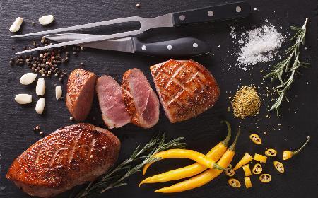 Potrawy z kaczki: jak smażyć filety z kaczki? [WIDEO]