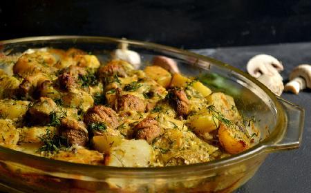 Popisowa zapiekana pierś kurczaka z ziemniakami i pieczarkami