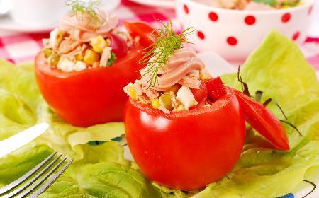 Pomidory nadziewane makrelą: przepis na zdrową przekąskę