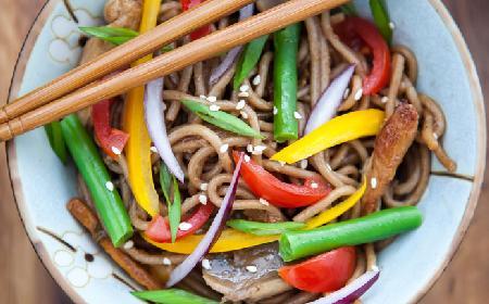 Wieprzowina z warzywami po chińsku - przepis na szybki obiad