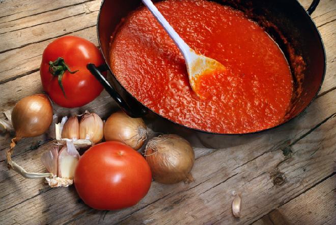 Domowy ketchup: jak go zrobić? Podajemy sprawdzony przepis