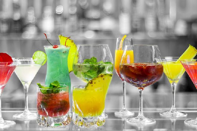 Drinki na sylwestra: proste przepisy na efektowne drinki z alkoholem