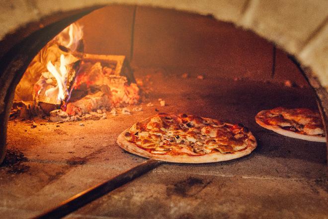 Pizza neapolitana: co odróżnia włoską pizzę od wyrobów pizzopodobnych?