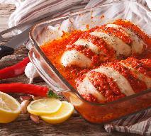 Pierś kurczaka pieczona z ostrym sosem paprykowym