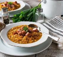 Pożywna zupa z soczewicy z parówkami: łatwy przepis na tani obiad