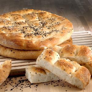 Chleb płaski: łatwy przepis na pulchne pszenne pieczywo