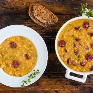 Grochówka wojskowa: najlepszy przepis na zupę grochową