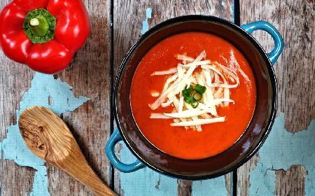 Obłędna zupa z czerwonej papryki  z mozzarellą