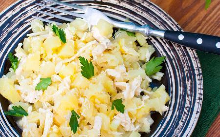 Błyskawiczna sałatka z marynowanego selera z ananasem i kukurydzą