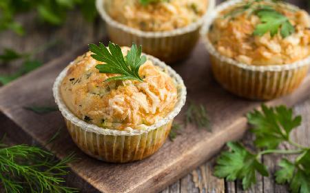 Muffinki drożdzowe z kapustą i suszonymi grzybami