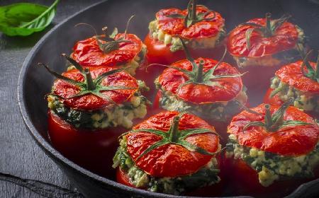 Apetyczne pomidory zapiekane z rozmarynem i serem