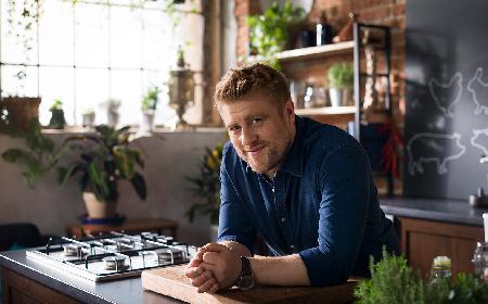 Sztuka mięsa, sztuka gotowania: wywiad z Tomaszem Jakubiakiem, kucharzem i królem życia