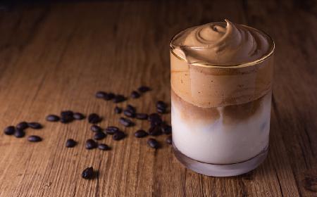 Dalgona coffee: jak zrobić najpopularniejszy deser w czasie epidemii