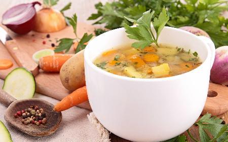 Krupnik z otrębami - dietetyczna zupa warzywna z dodatkiem otrąb