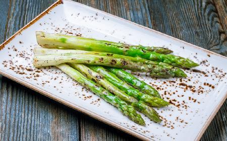Szparagi z grilla - sprawdzony i najprostszy przepis na grillowane szparagi