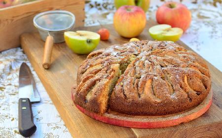 Szybkie ciasto na kefirze z jabłkami: 9 minut przygotowań, 49 minut w piekarniku i gotowe!