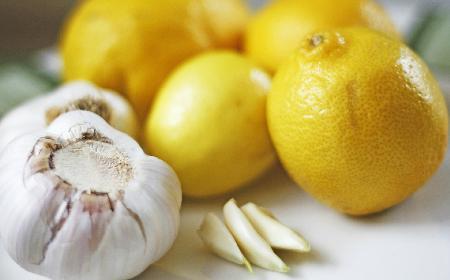 Czosnek i cytryna - jak wyleczyć przeziębienie domowymi sposobami?