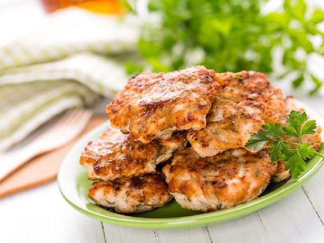 Genialne kotlety z siekanej piersi kurczaka i pieczarek