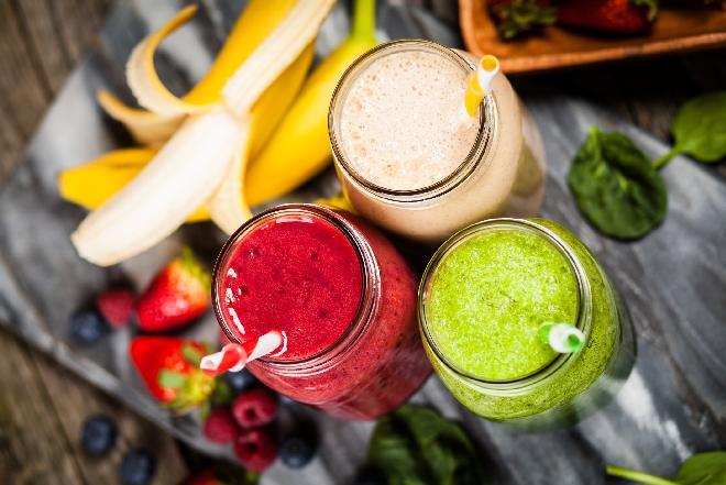 Koktajle z sezonowych owoców: jak je przygotowywać?