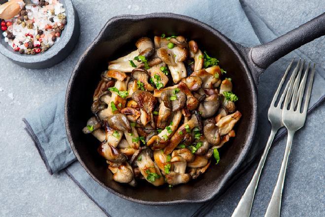 Aromatyczne pieczarki smażone z cebulką - idealny dodatek do obiadu