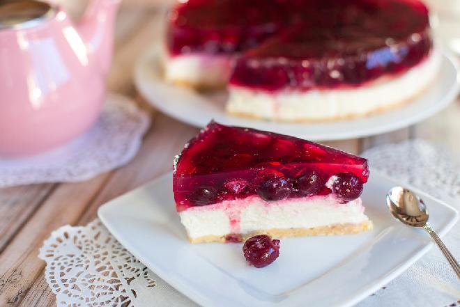 Ciasto PATRIOTKA bez pieczenia - przepis na deser w biało-czerwonych barwach