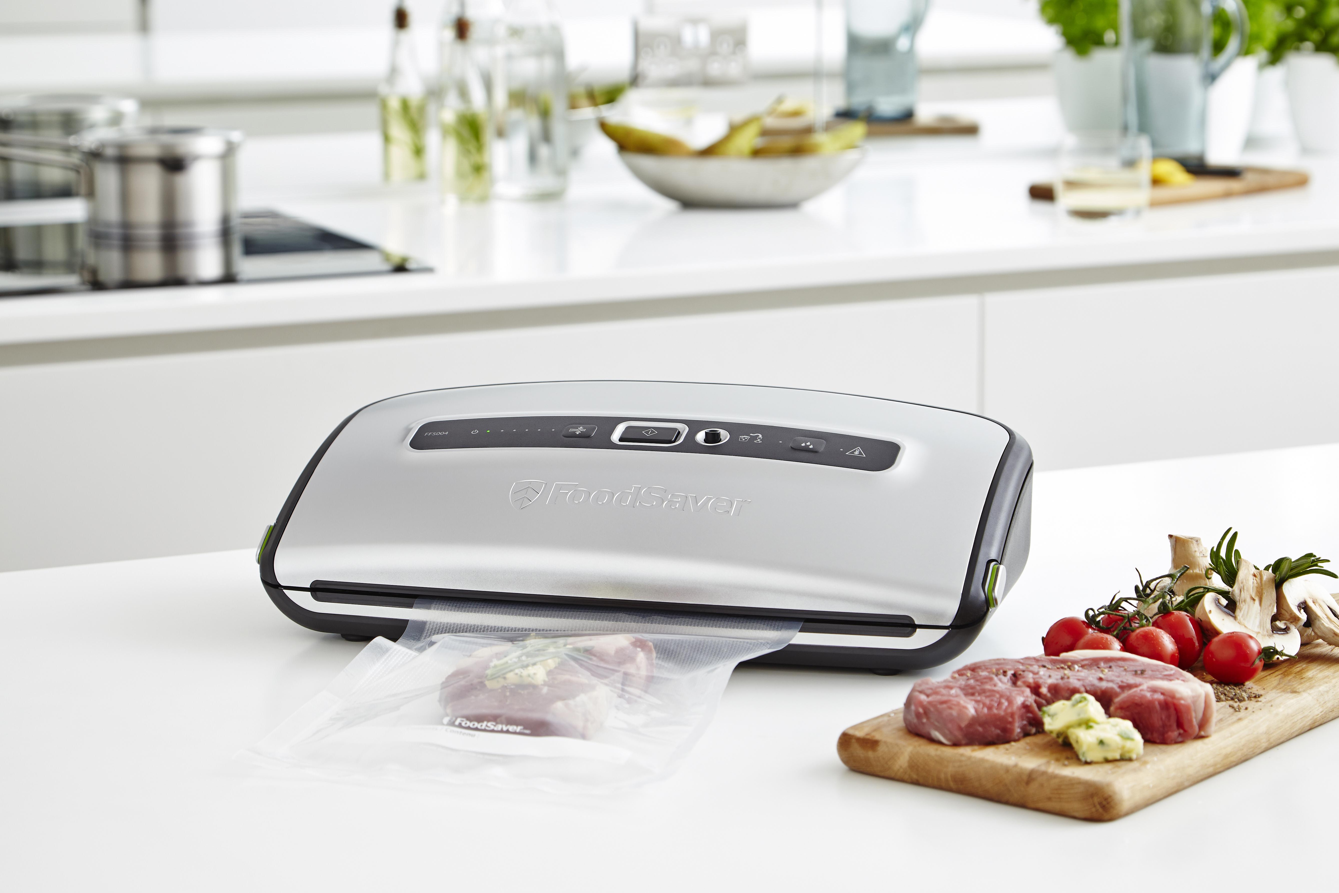 Pakowanie próżniowe staje się częścią stylu życia. Można zapakować oddzielnie steki razem z porcją masła smakowego i zamrozić. Domowe danie gotowe.